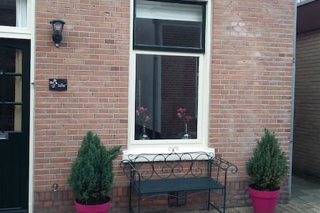 Room close to Amsterdam, airport, H'dorp & beach - Heemstede