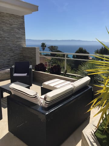 Salon de jardin avec vue mer