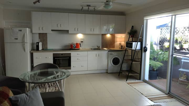 Bright 1br serviced apartment in Varsity Lakes