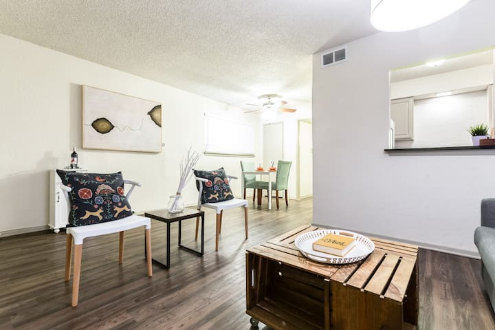 LOCAL VIBE + Near Downtown Dallas PACKAGE DEAL - Dallas - Apartemen