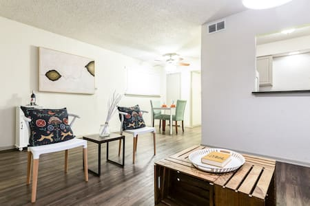 LOCAL VIBE + Near Downtown Dallas PACKAGE DEAL - Ντάλας - Διαμέρισμα