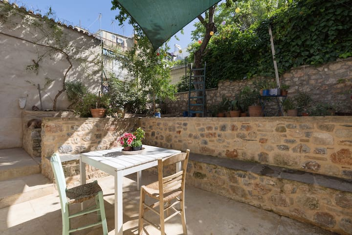 Artist's 1930s home with garden in central Athens