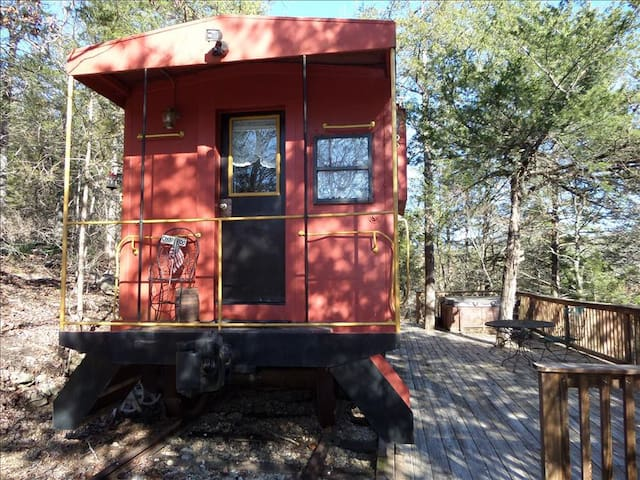 Caboose 101- Country Decor, Queen Bed, Deck with Hot Tub,  Private, Scenic Wooded View, Unique Stay,