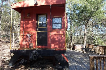 Caboose 101- Country, Hot Tub - Eureka Springs
