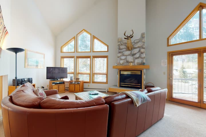 Mountain View Home w/ Private Hot Tub, Fireplace & Deck - Walk to Ski Shuttle!
