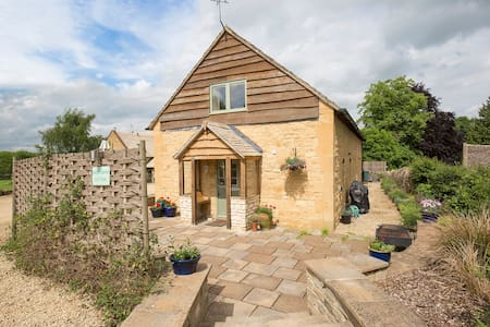 West Barn Cottage, Shipton Oliffe, Cotswolds