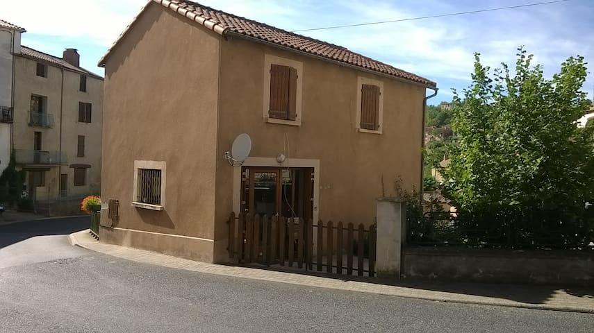 Maison individuelle avec terrasse - Belmont-sur-Rance - Ev