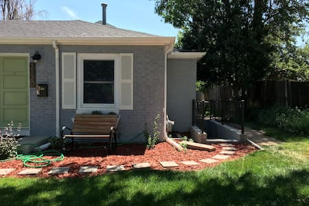 Central Location! Cute & Cozy Basement Apartment