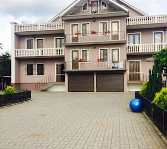 3 этажный дом со всеми удобствами - Kolkhida - Lägenhet