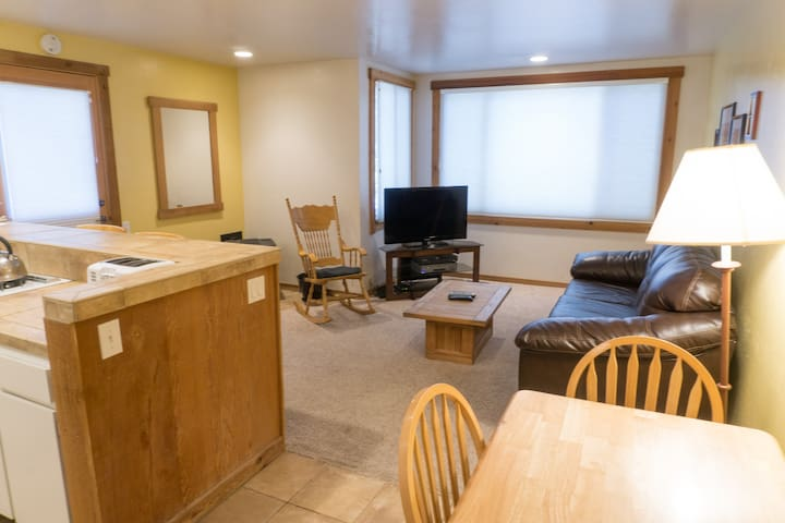 *NO GUEST SERVICE FEE* Ski Trails Condo - in the Heart of Northstar