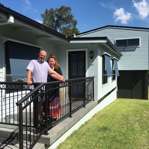 Kerr Cottage: Bundeena Sydney House & bunk house.