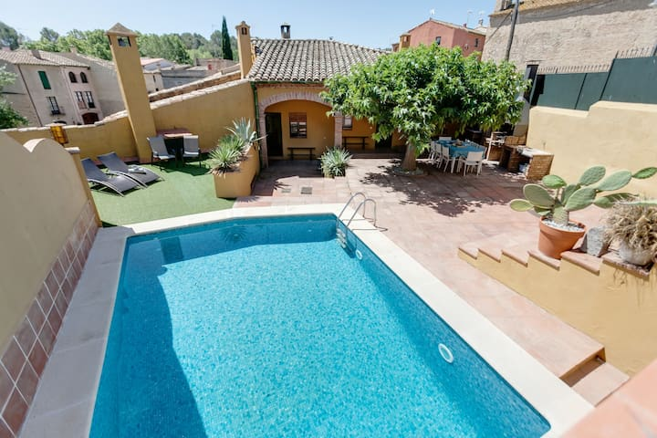 Magnificent country house with pool - Borrassà