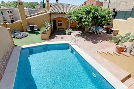 Magnificent country house with pool - Borrassà - House