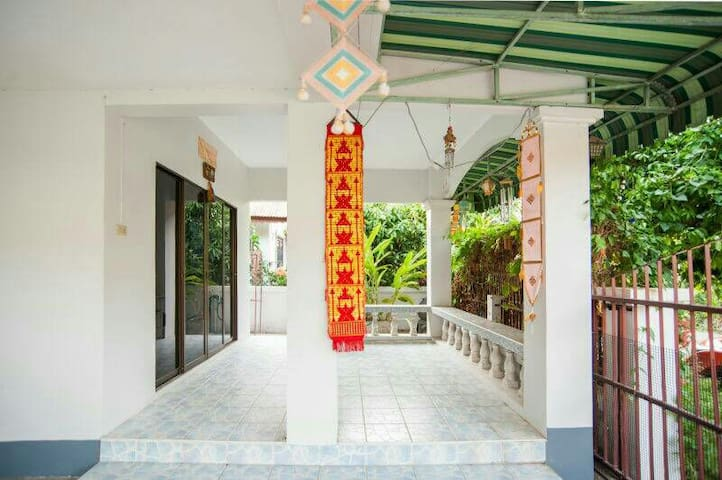 Petchmanee Village 115/117 Soi 4 - Thesaban Nakhon Chiang Mai - House