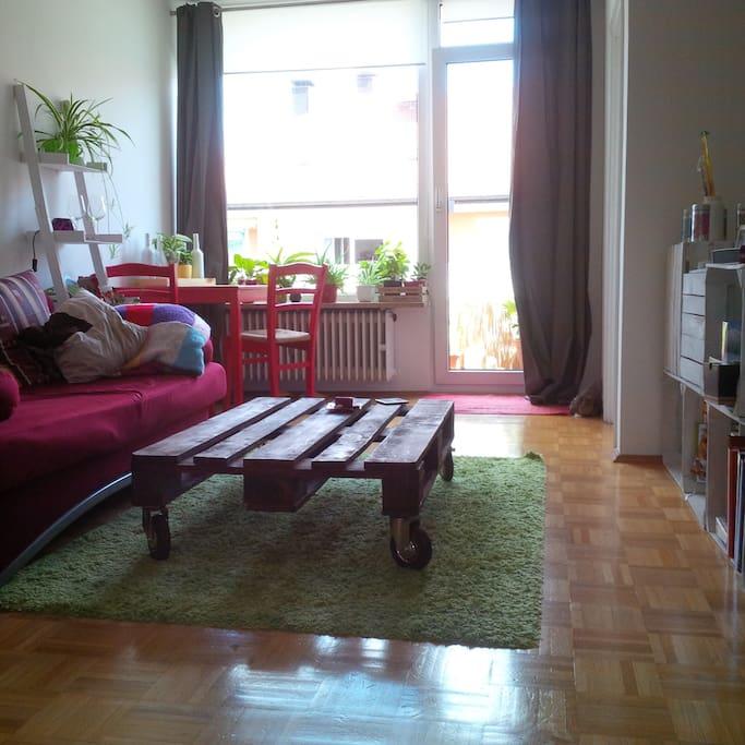 Wohnzimmer (bei Bedarf kann man das Sofa ausziehen - Schlafcouch für 3. Person)