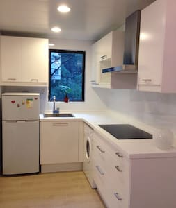 2 bed apt, Mid-levels, close to Soho/escalator/LKF - Hong Kong
