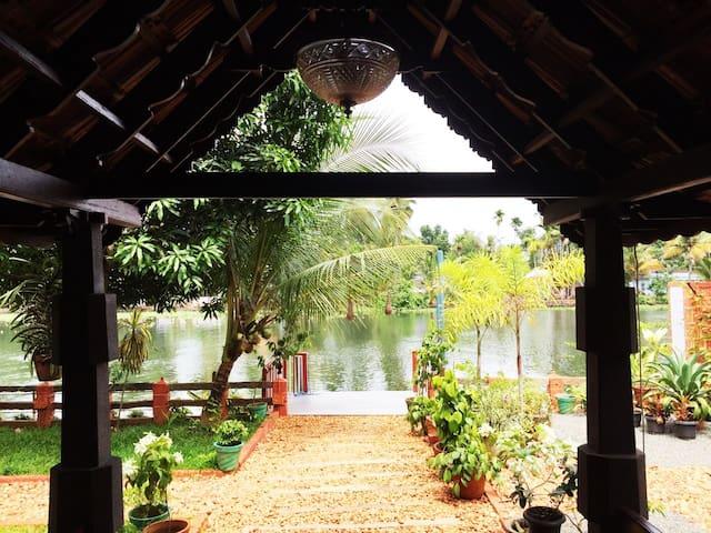 Aquabliss-Presidential River Cottage 'NALUKETTU' - Champakulam - Dům