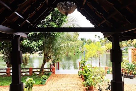 Aquabliss-Presidential River Cottage 'NALUKETTU' - Champakulam