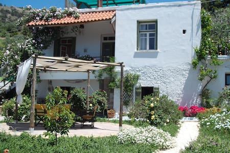 Om Shanti Yoga , Holiday & Wellness - Amiras - Bed & Breakfast