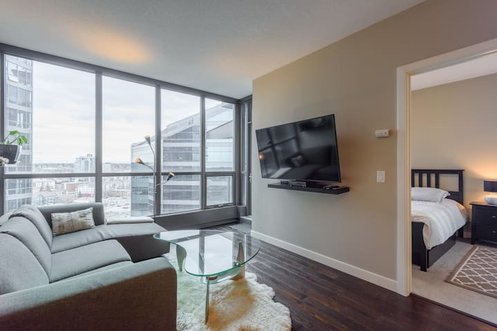 Luxury DT/Moutain Views/BMO/Stampede/1BD/Parking