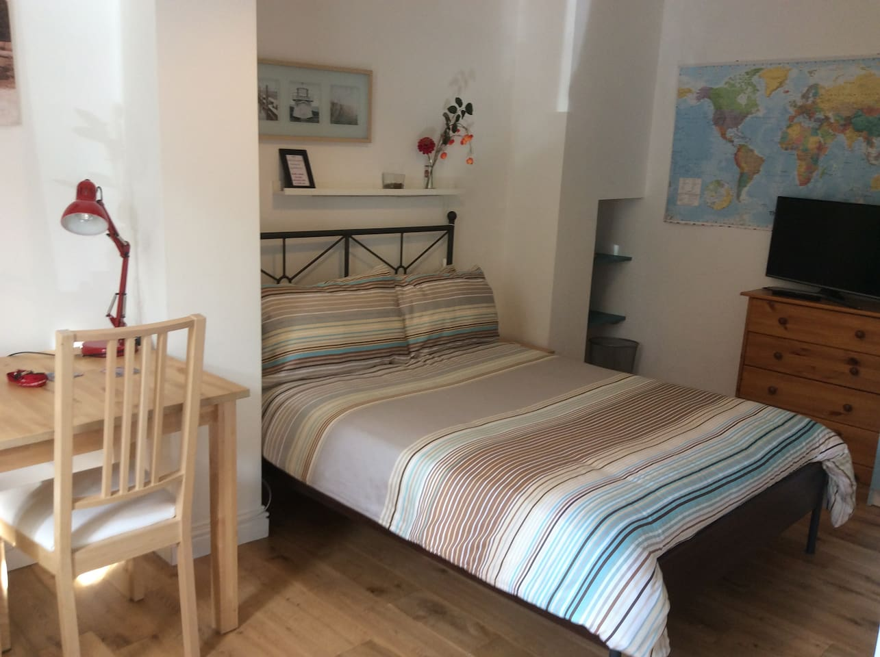 Private double ground floor bedroom including Smart TV and free WiFi.