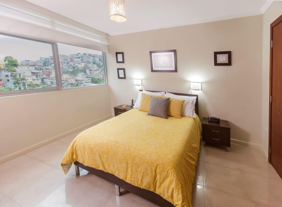 Dormitorio de 2 plazas con duvet y comforter.