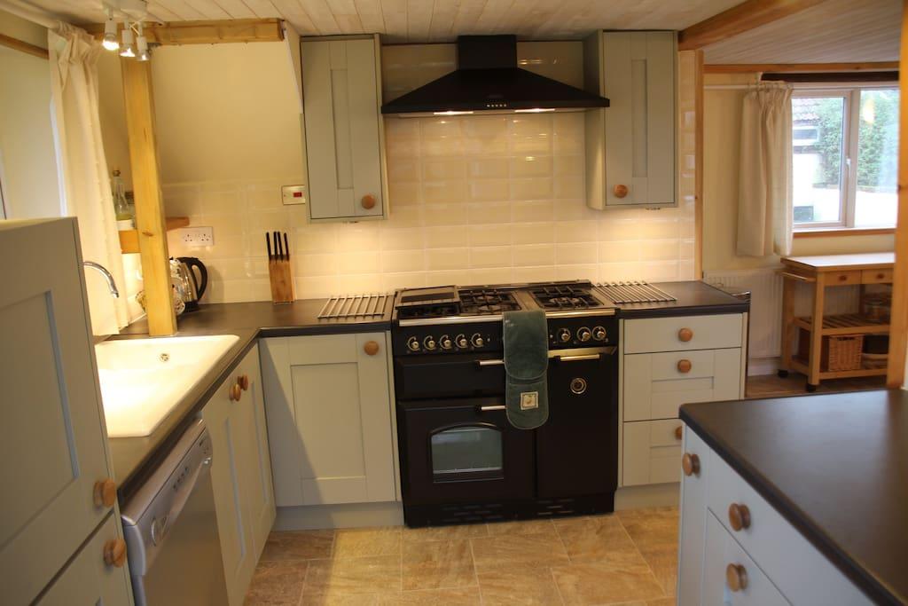 Full kitchen with Rangemaster cooker