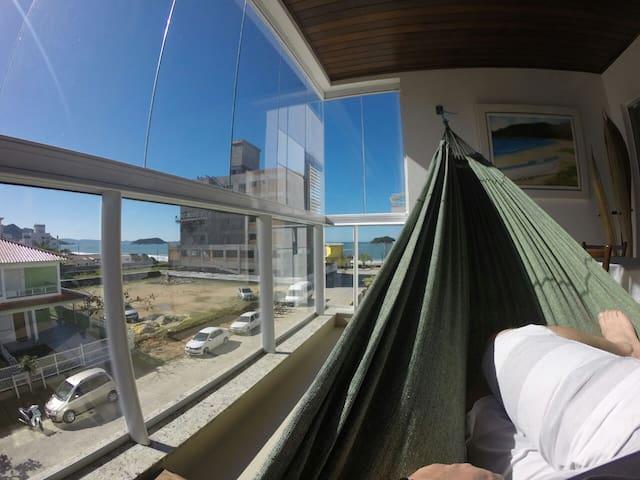 Apartamento completo à beira mar em Palmas - Governador Celso Ramos