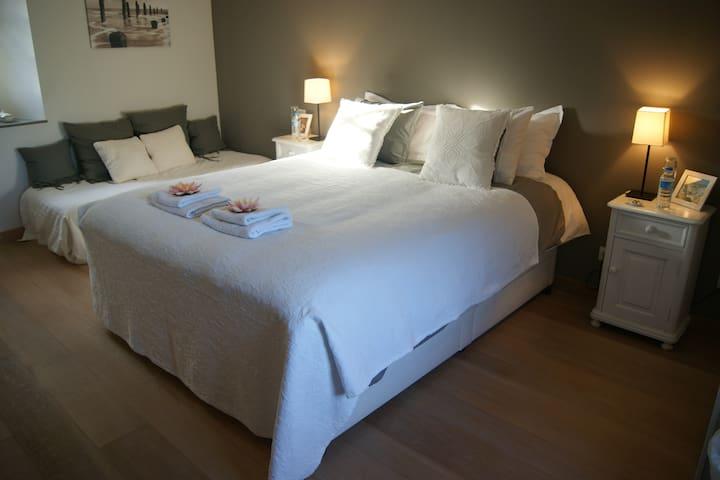 Chambre d'hôte blanche - Plouëc-du-Trieux - Inap sarapan