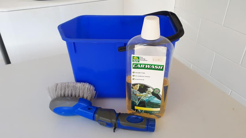 We got hoses and buckets so that you can wash the boat down before going home.   See we have thought of everything!