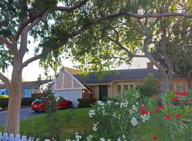 House Privileges & Quiet Toluca Lake Neighborhood - Los Angeles - House