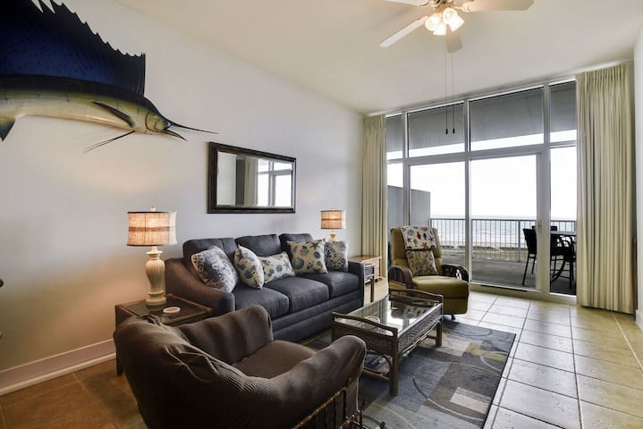 Emerald 1111 has a fantastic view of Stewart Beach all the way to Pleasure Pier!