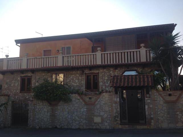 Villa a 50 metri dal mare arredata - Licata - Villa