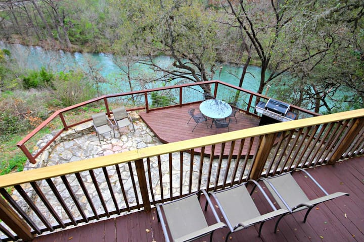 Rick's River Haus- Sleeps 12, Perfect Spot for Tubing & Whitewater Amphitheater!