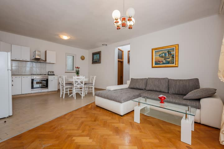 A1 - apt with the sea view,two terraces and garden
