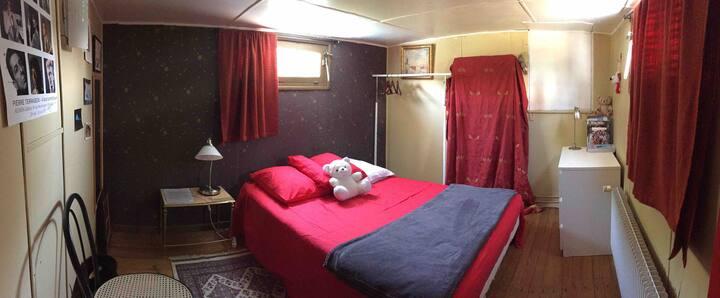 Chambre du capitaine, dans une péniche