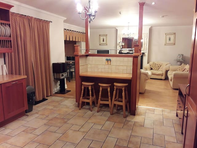 Luxury 4 bedroom Town House - Ennis - House
