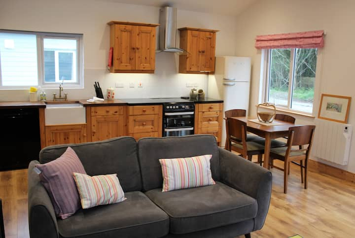 Oak Lodge, log cabin on Upper Lough Erne
