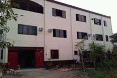 Affordable rooms for rent NEAR AIRPORT and MALLS - Mandaue City - Lägenhet