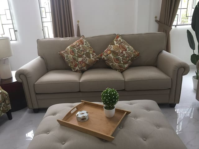 *New*FREE NETFLIX! Near Airport~10-12 pax #Lambak