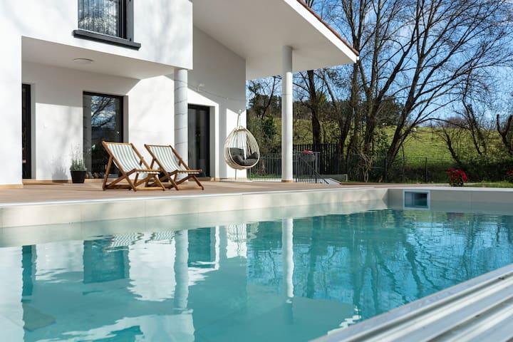 Exclusiva Villa con piscina en Jaizkibel