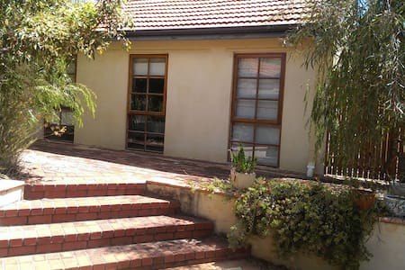Detached private room in Floreat - Floreat - Kabin