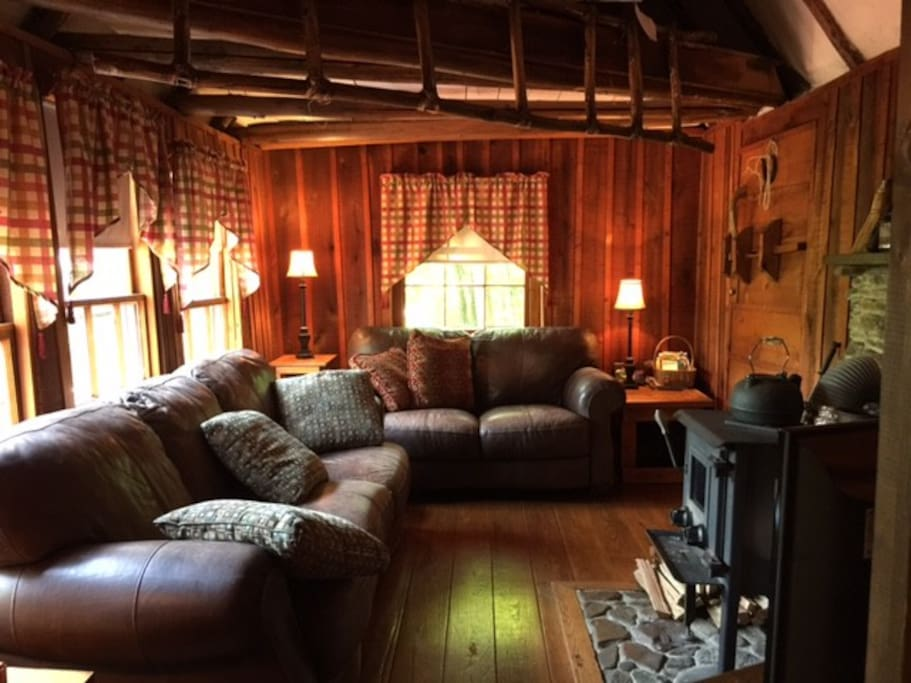 Romantic or family getaway on the blue ridge cottages for Big island cabins