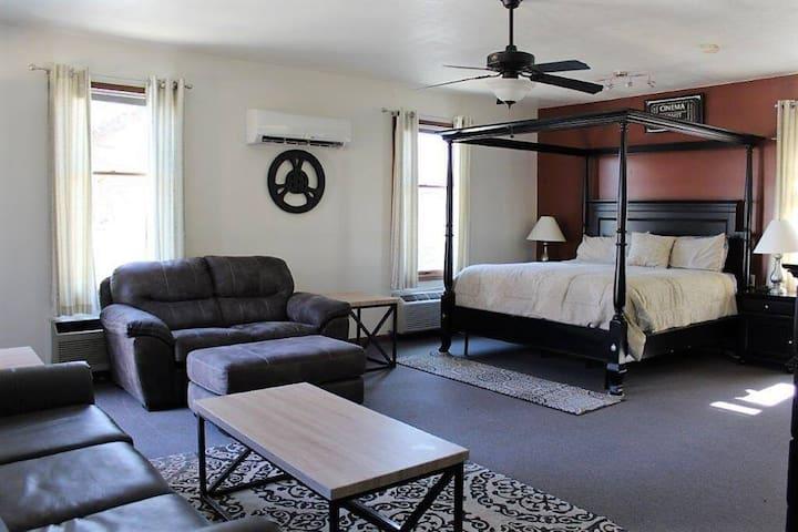 Matthew Suite House/Apartment/Kansas City, MO Area