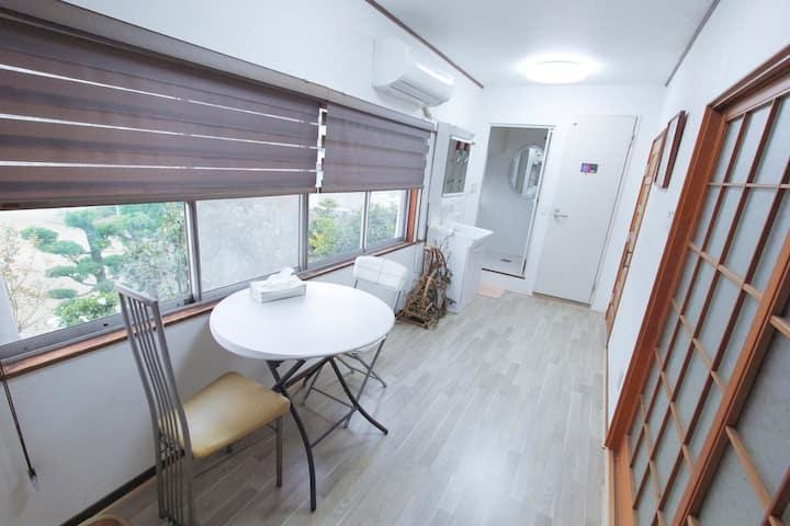一个有专用卫生间和浴室的房(卧室2个)