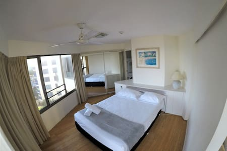 1 BR Oceanview Apt in Aloha Apartments (D)