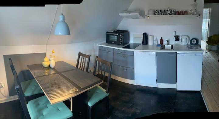 Skøn lille Lejlighed tæt på centrum og fjorden