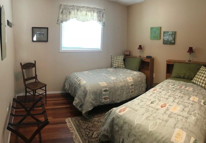 Aspen Room (Peaks & Prairies Hill Spring) BnB