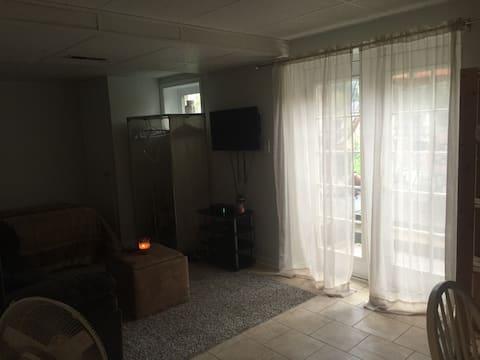 Cozy Separate Entrance Room