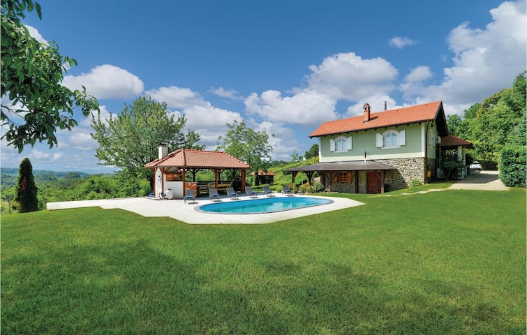 Holiday cottage with 3 bedrooms on 203m² in Jalzabet